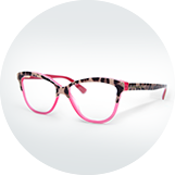 Raznolika ponudba korekcijskih očal v sodobni ordinaciji za pregled oči v Mariboru